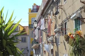 lisbonne-avec-tripconnexion-linge-balcons